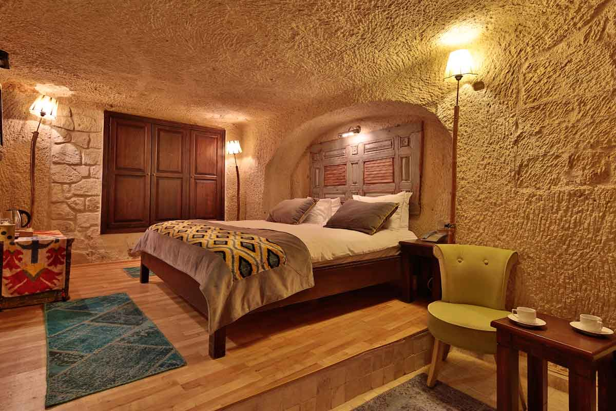 Room #52 – Deluxe Double Cave Room