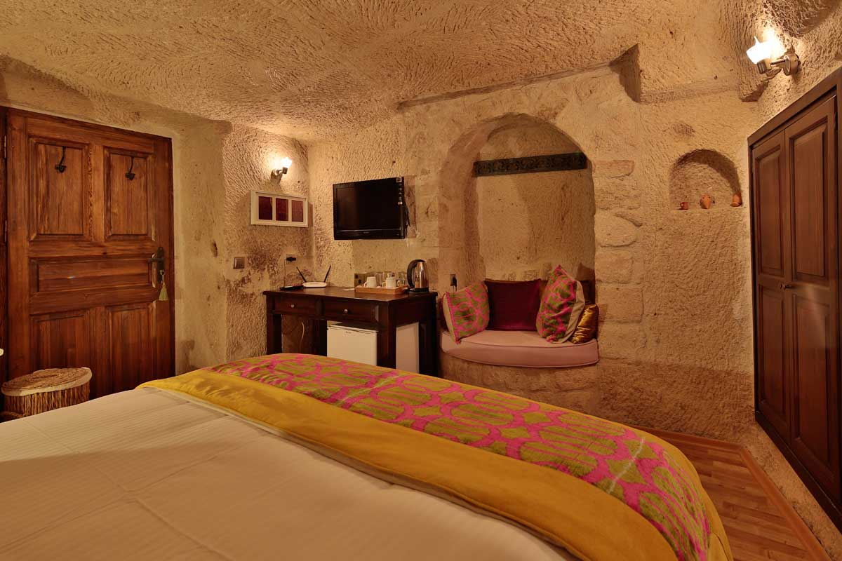 Room #53 – Deluxe Double Cave Room